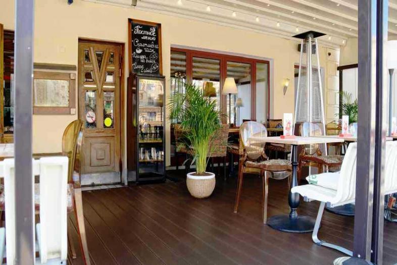 Установка и обслуживание террасы ресторана